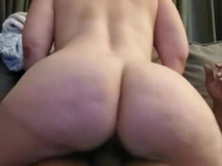 Big butt pawg riding and squirting pawg